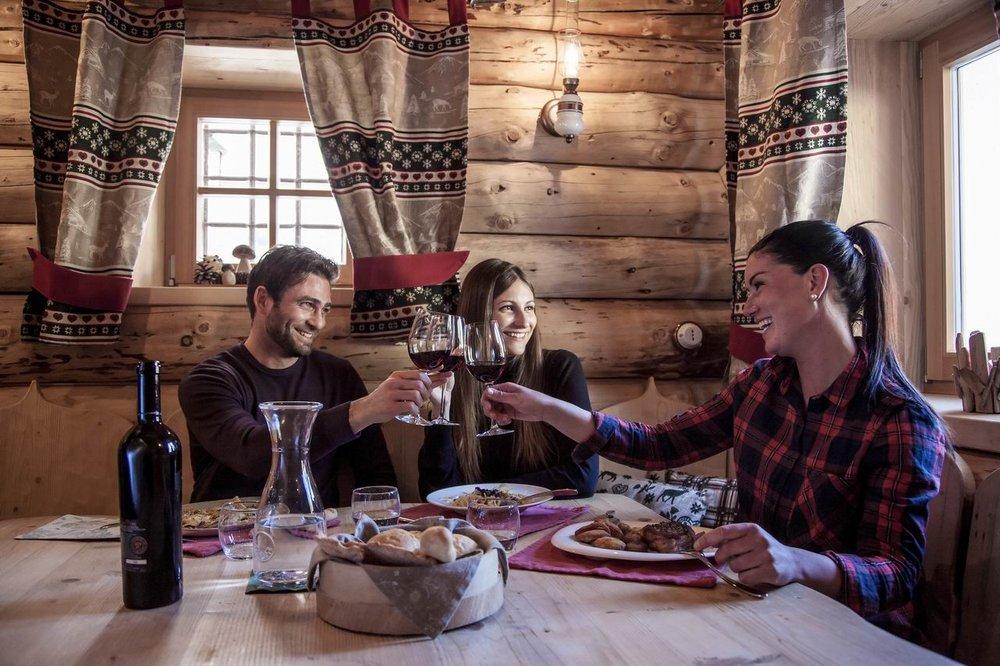 Klimatyczne górskie schroniska w Trentino przyciągają koneserów doskonałej regionalnej kuchni - © Alberto Bernasconi, Trentino Marketing Photo Archive