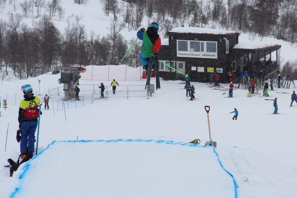 På skjærtorsdag ble det arrangert bigjump-konkurranse.  - © Siri Lund