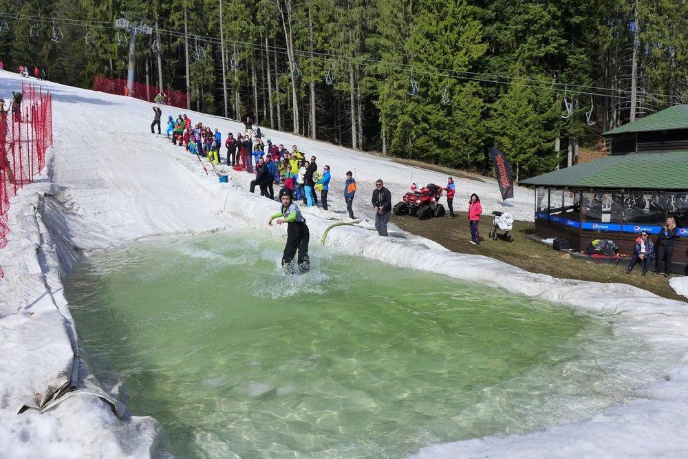 Ski Park Gruň (ČR): Spring Splash alebo Jazda cez mláku 2016 - © Michal Bočvarov
