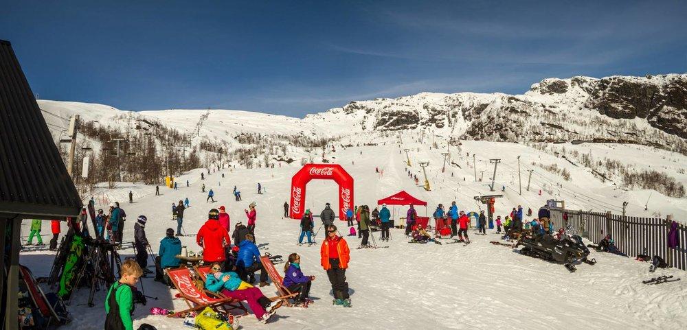 Vinterferie i Hordaland! Coca Cola arrangerte skirenn for barna og 150 stilte til start.  - © Jan Petter Svendal/Eikedalen skisenter