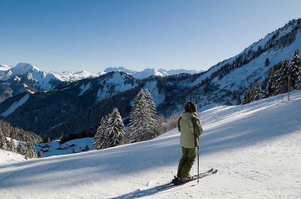 Pause contemplative sur le domaine skiable de Saint Jean d'Aulps - © Office de Tourisme de St Jean d'Aulps