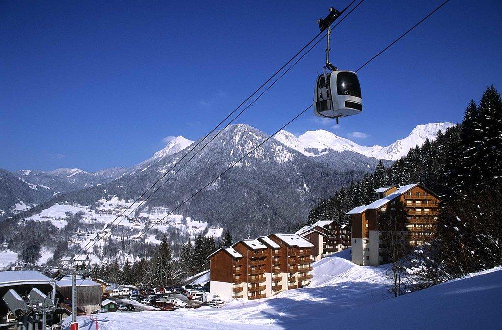 Direction les pistes de ski via la télécabine de Saint Jean d'Aulps - © Office de Tourisme de St Jean d'Aulps