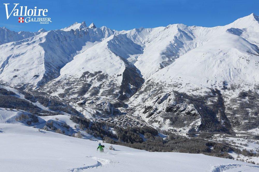 Session backcountry sur les pentes enneigées de Valloire - © Office de Tourisme de Valloire