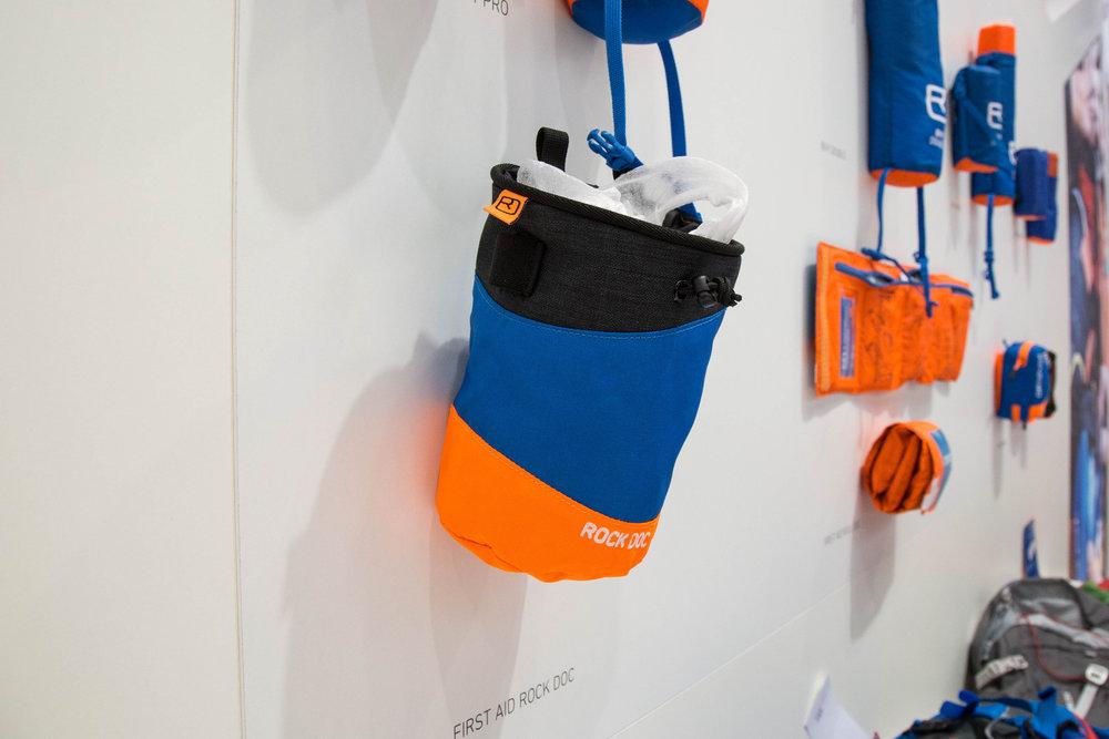 Ortovox Chalkbag mit Erste-Hilfe-Material auf der Rückseite - ©Bergleben.de