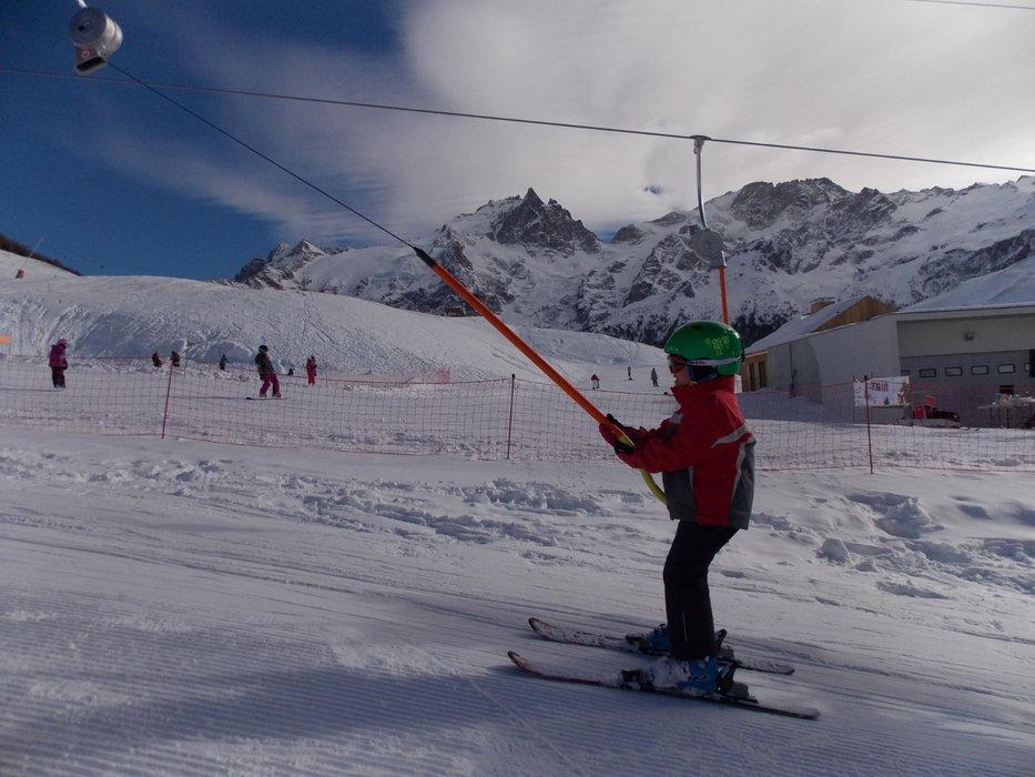 Apprentissage du ski sur l'espace débutants du Chazelet - © OT de la Grave la Meige