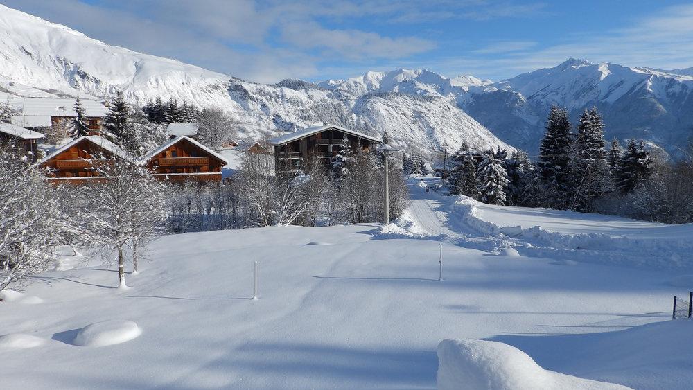 Neige fraîche et soleil dans la station de ski des Bottières - © Office de Tourisme Les Bottières