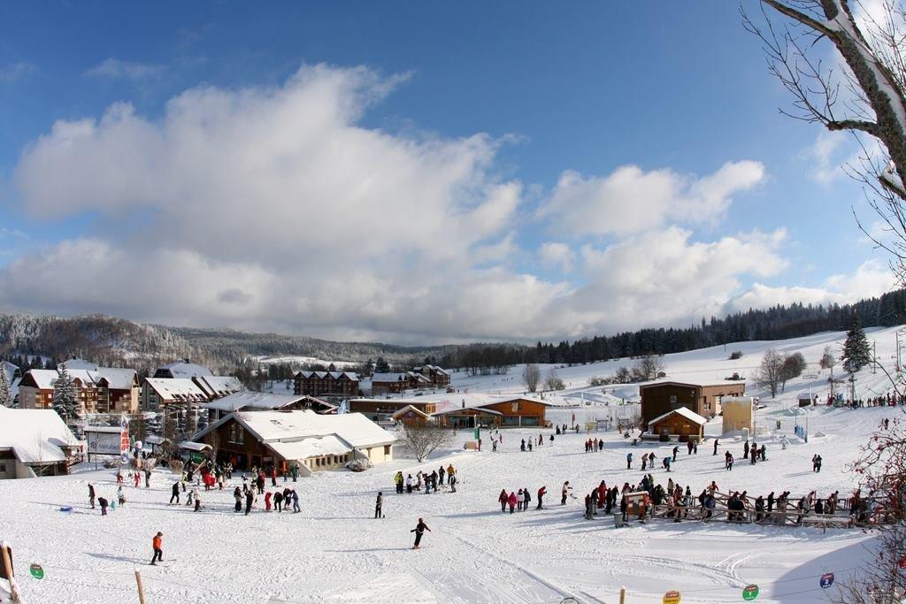 Le front de neige de Métabief - © Métabief Tourisme