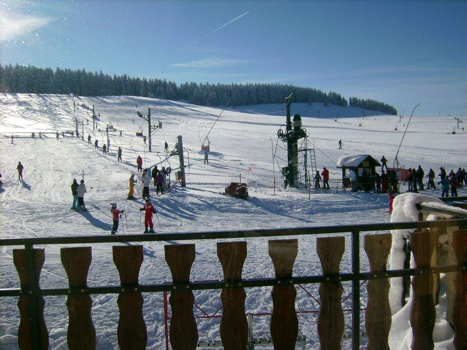 Départ des téléskis et des pistes de ski des Fourgs - © Les Fourgs Tourisme