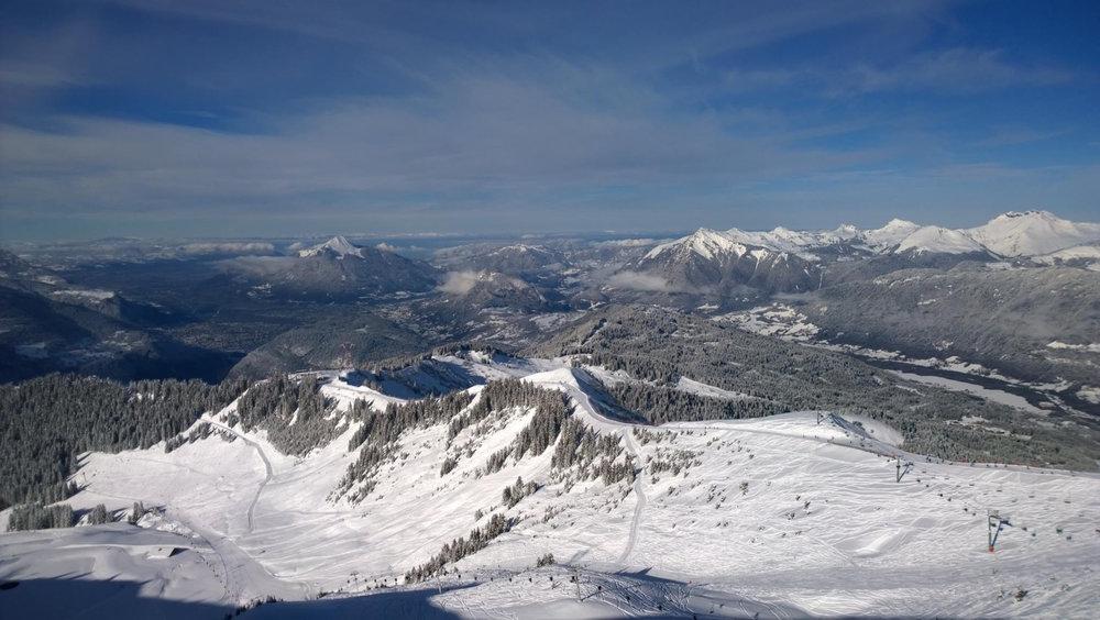Survol du domaine skiable des Carroz - © Office de Tourisme des Carroz
