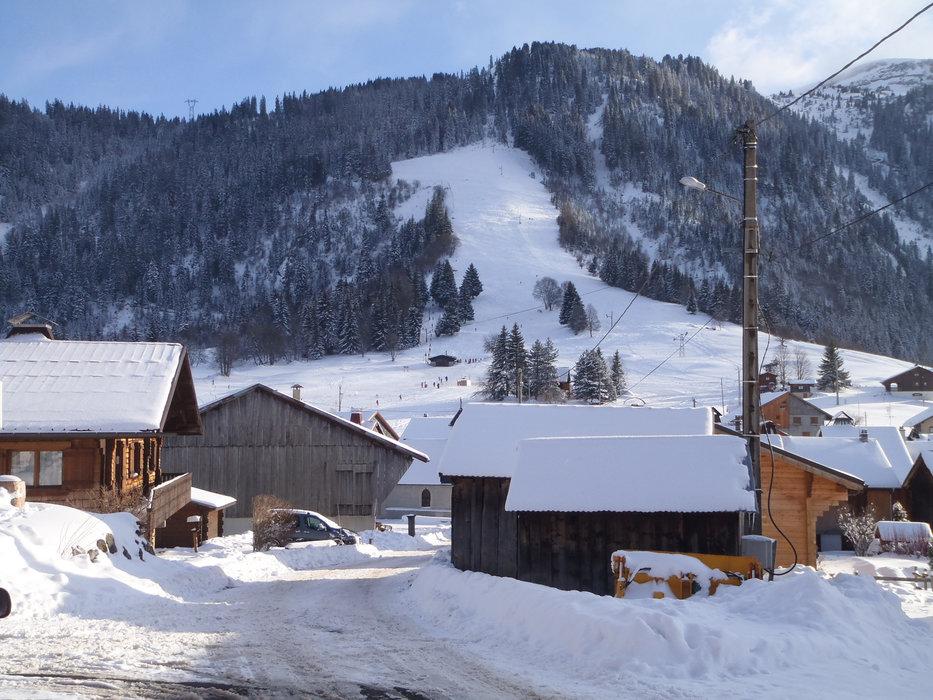 Ambiance hivernale dans les rues de Romme - © Office de Tourisme Intercommunal Communauté de communes Cluses Arve & montagnes