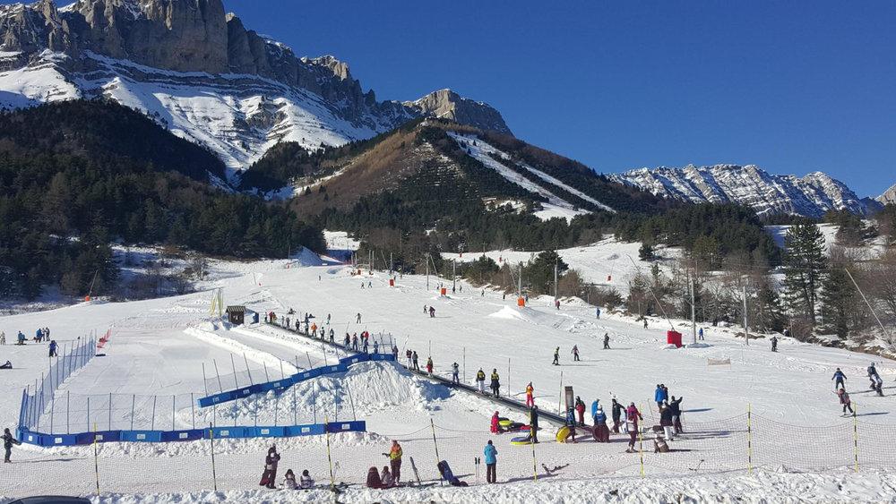 Apprentissage du ski sur l'espace débutants de Gresse en Vercors - © Office de Tourisme de Gresse en Vercors