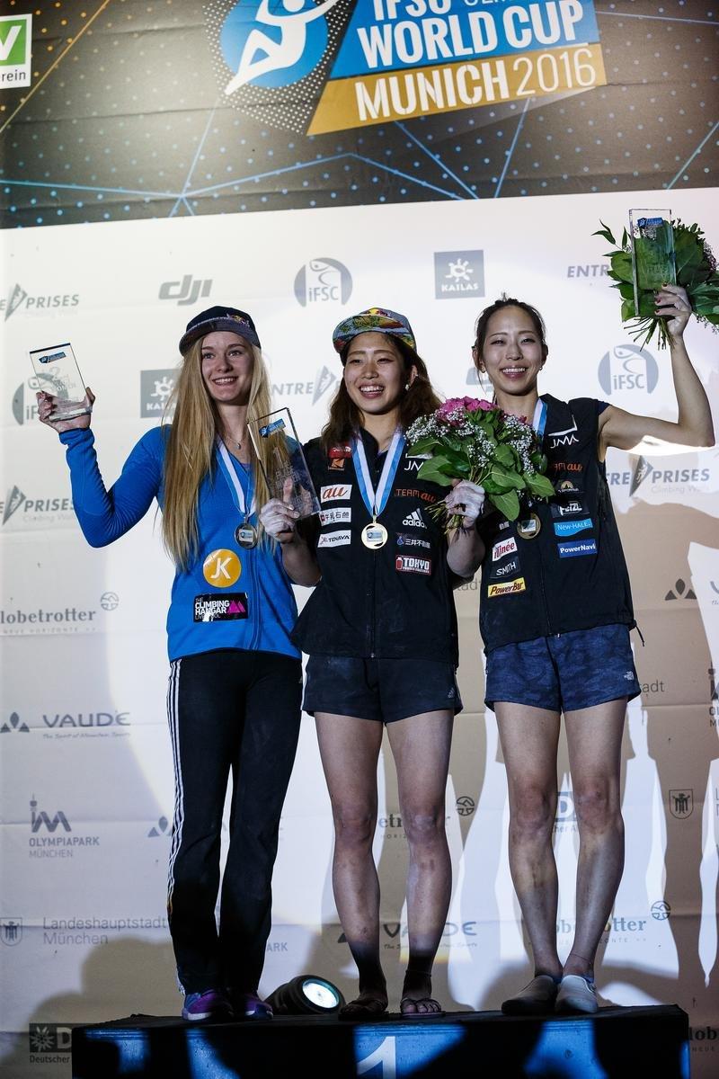 Die Siegerinnen beim Boulder-Weltcup in München 2016: Coxsey, Nonaka, Noguchi - © DAV / Marco Kost