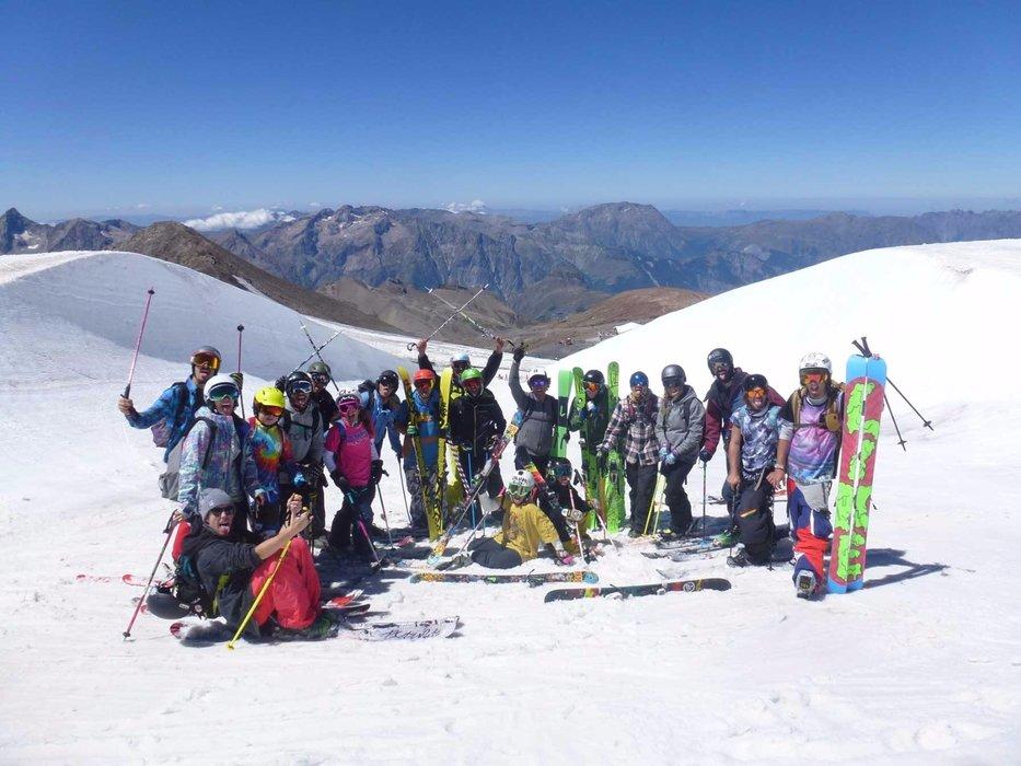 Freeskischool ti fa vivere 4 settimane di Freeski Camp nel comprensorio sciistico francese Les Deux Alpes, per provare le nuove maschere Nike. - © www.freeskischool.it