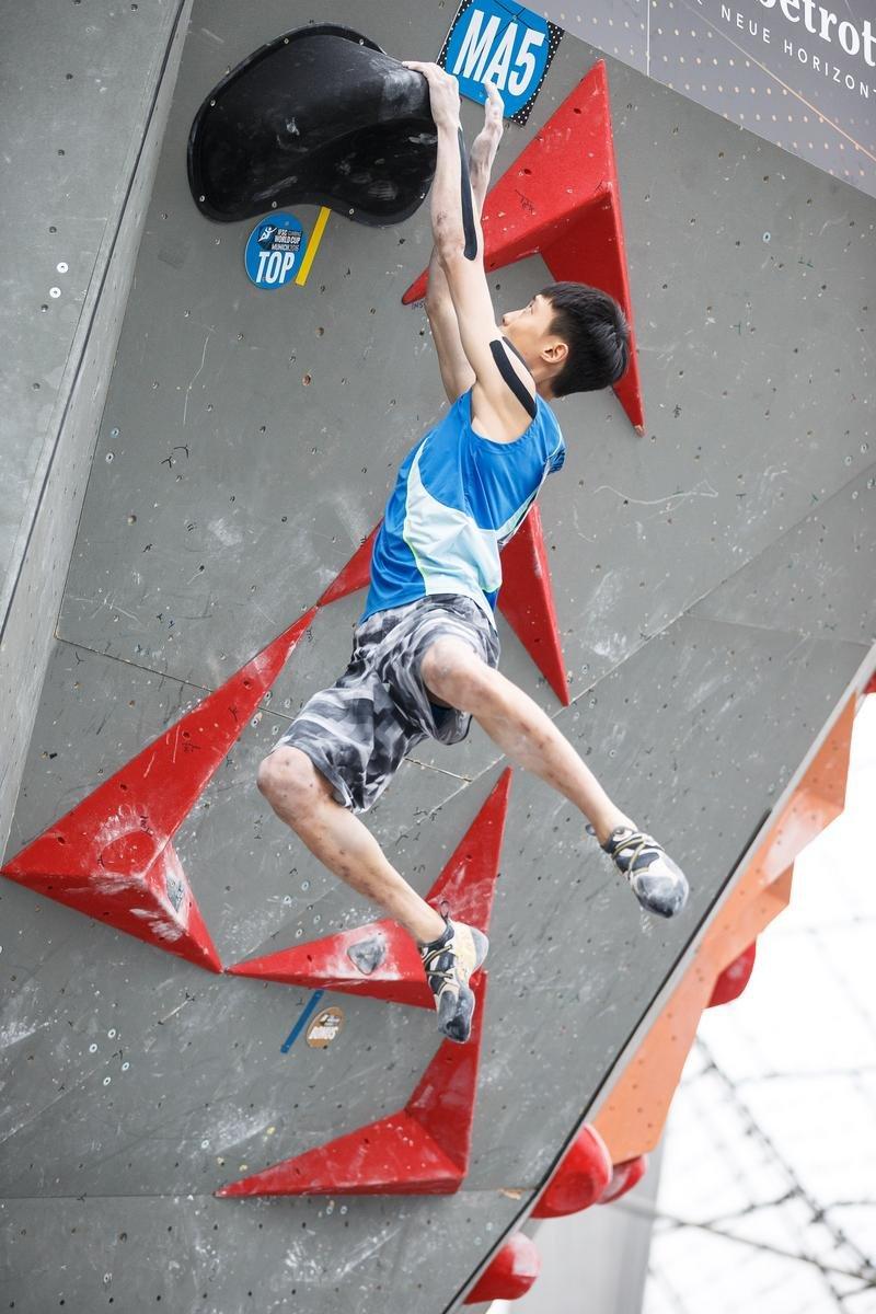 Jongwon Chon im Einsatz beim Boulder-Weltcup in München - © DAV / Marco Kost