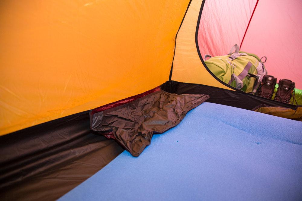 Das Nordisk Halland 2 LW eine große, recht labbrige Tasche im Innenzelt - © Bergleben.de