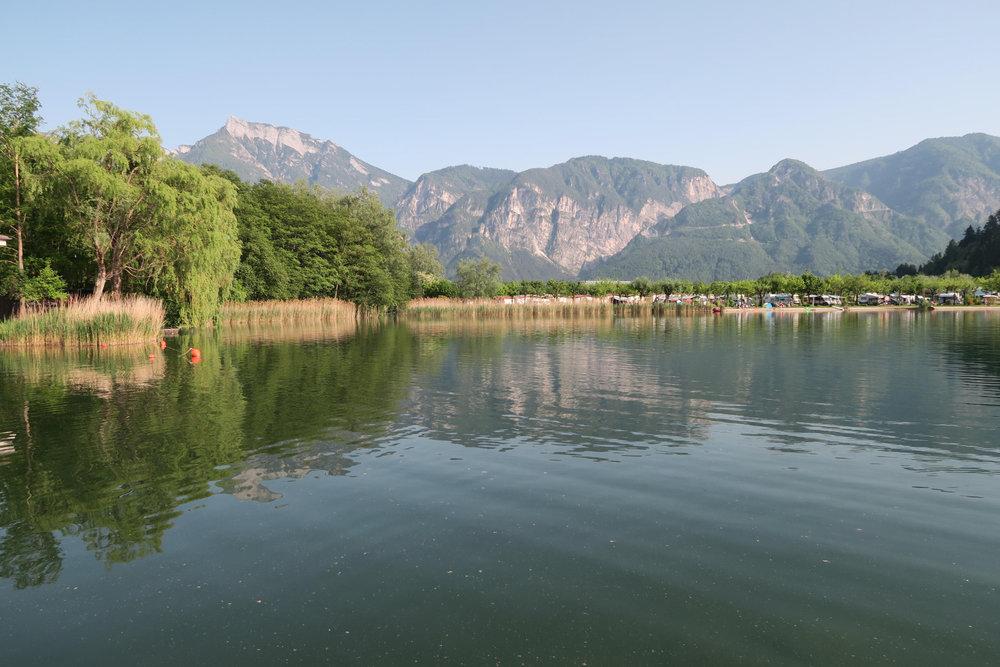 Lago di Levico im Valsugana  östlich von Trient, beim Ort  Levico Terme  - © Armin Herb
