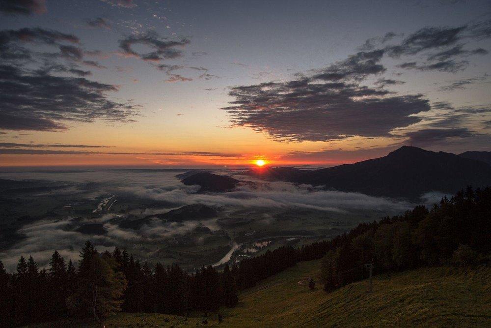 Pünktlich zum Sonnenaufgang auf dem Mittag - © Erika Spengler