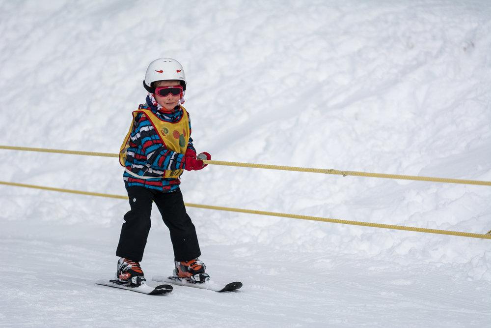 Apprentissage du ski sur l'espace débutants de la Planche des Belles Filles - © Thomas-Devard
