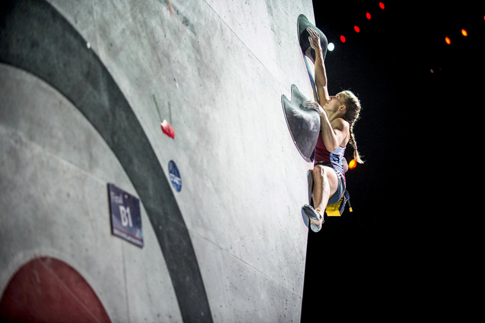 Finalboulder 1 bei den Damen - ©FFME / Agence Kros - Remi Fabregue