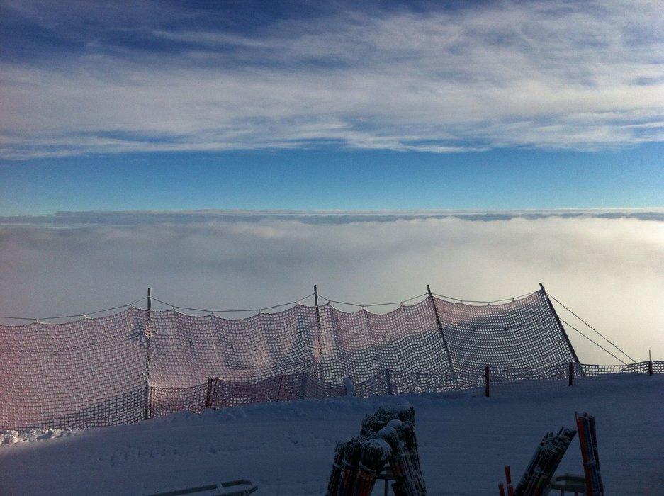Schnee und Wolken reichen sich hier oben die Hand - © Michi Weber