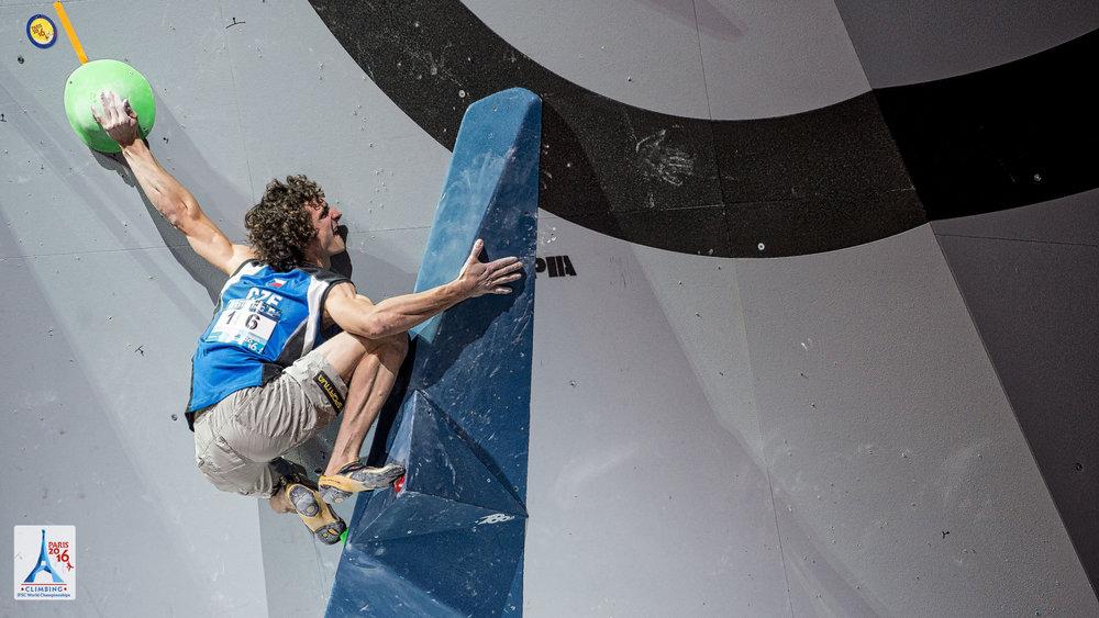 """Verpasste die Wiederholung des Doppeltriumphs nur knapp: Für Adam Ondra reichte es im Bouldern """"nur"""" zu Rang zwei  - © (c) FFME/Agence Kros - Remi Fabregue"""