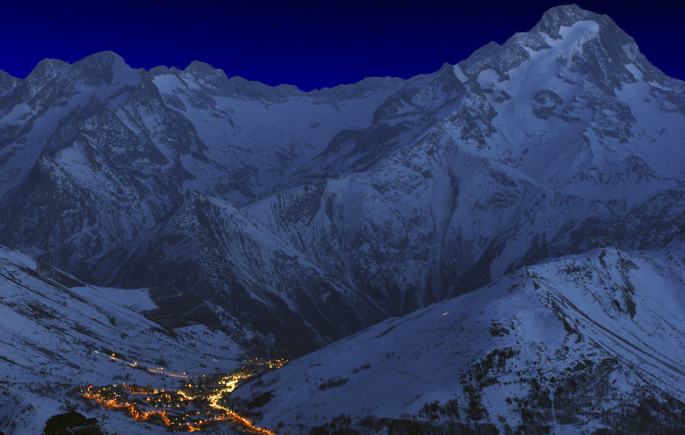 2 Alpes at night by Bruno Longo - © Bruno Longo