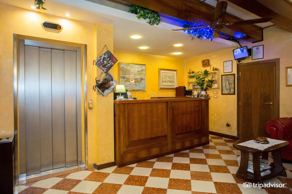 Hotel aurora lessinia for Hotel aurora milano