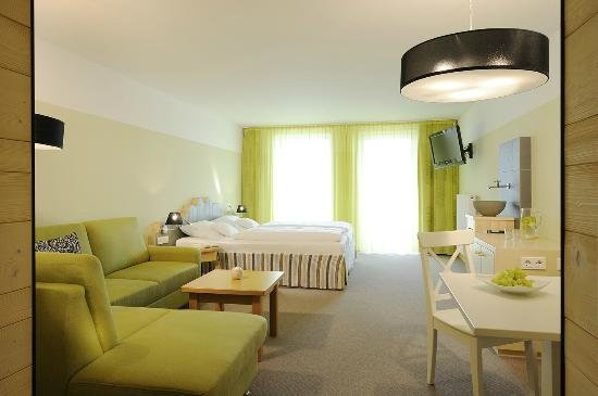 hotel lindenwirt skilift riedlberg. Black Bedroom Furniture Sets. Home Design Ideas