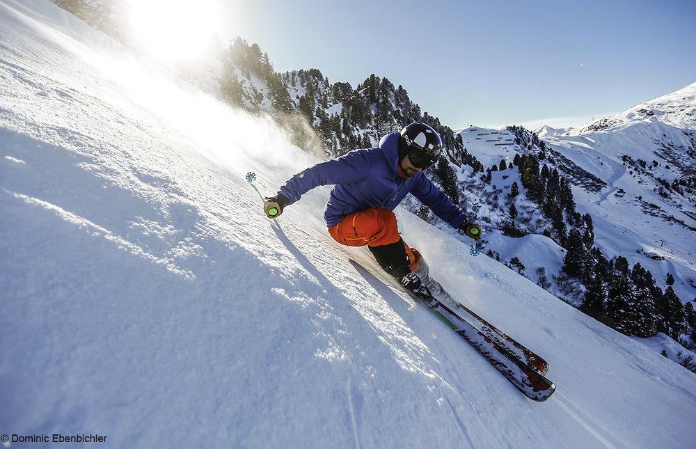 Wer so sportlich eine der steilsten Pisten der Alpen herunterfahren möchte, der muss seine Ski voll im Griff haben - © Bergbahnen Mayrhofen | Dominic Ebenbichler