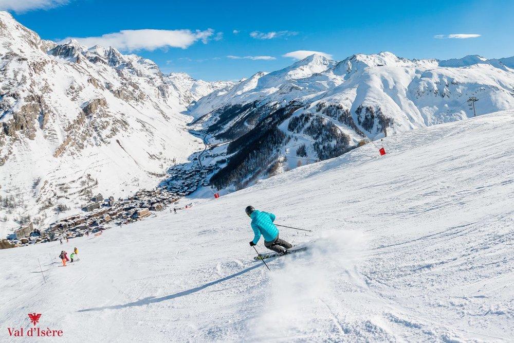 Conditions de ski idéales (neige fraiche et soleil généreux) sur les pistes de Val d'Isère - © Office de tourisme de Val d'Isère