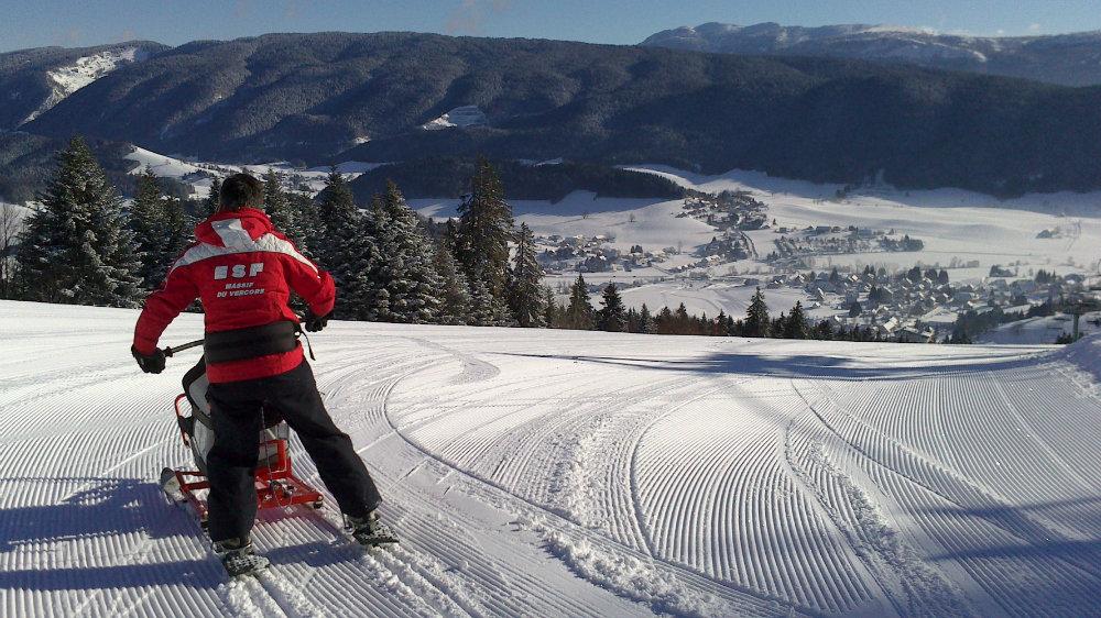L'ESF de Méaudre propose la pratique du ski en fauteuil pour permettre aux personnes en situation de handicap de découvrir les joies de la glisse - © ESF de Méaudre