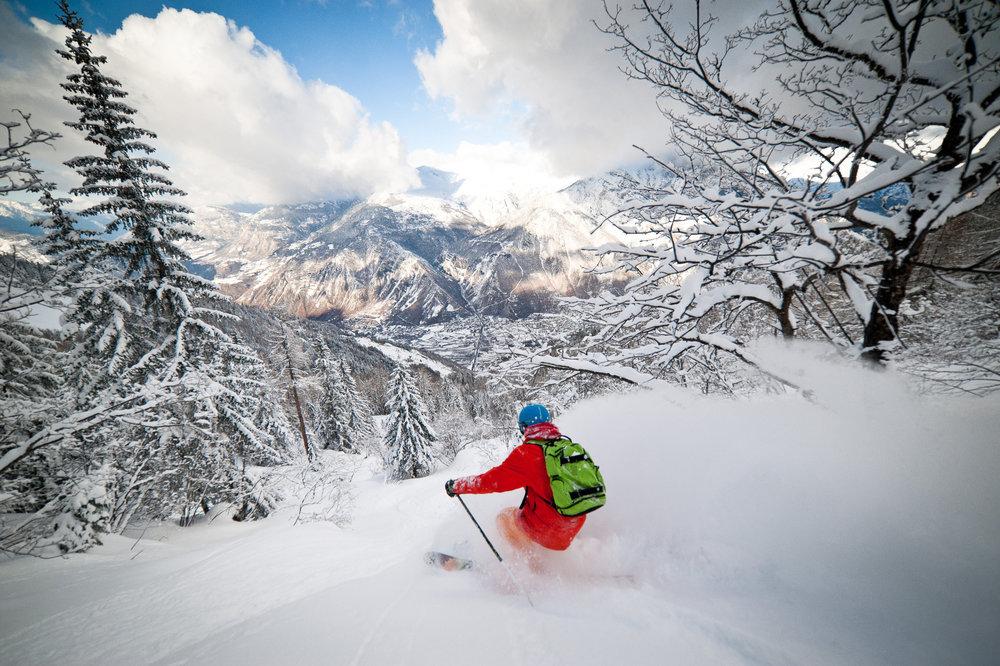 Session ski hors piste sur les pentes enneigées des Karellis - © Alban Pernet / OT les Karellis