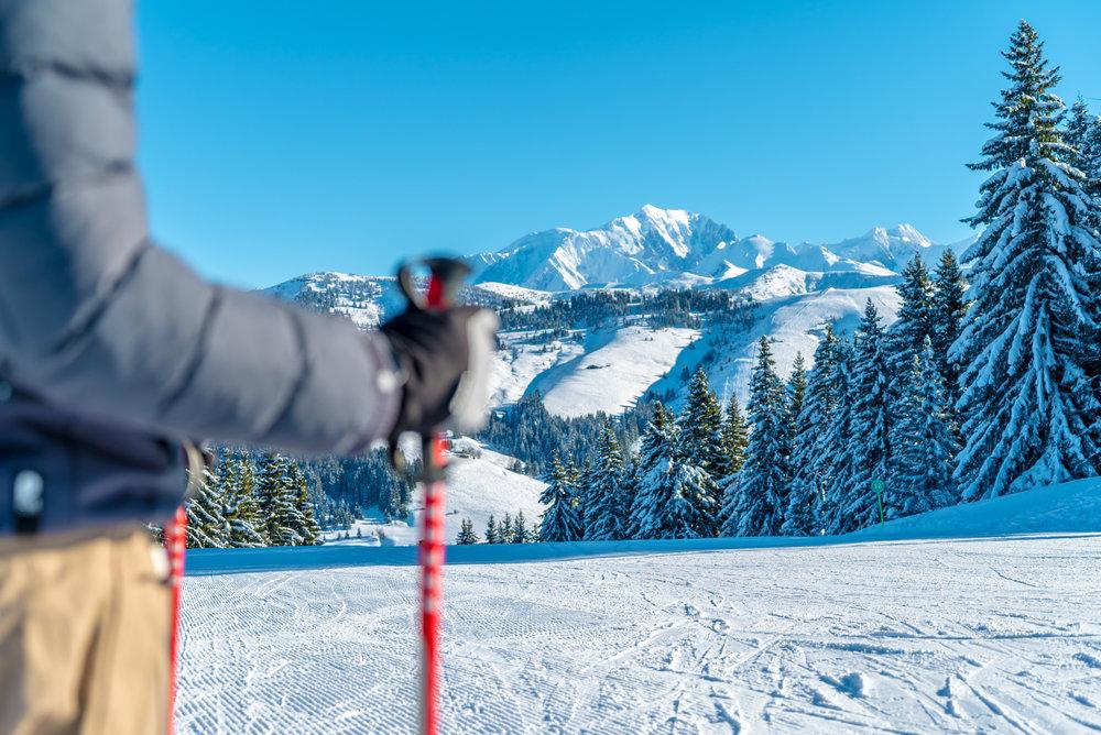 Panorama magnifique sur la chaine du Mont-Blanc et des Aravis depuis le domaine skiable de Crest Voland - © Labellemontagne Crest-Voland Cohennoz