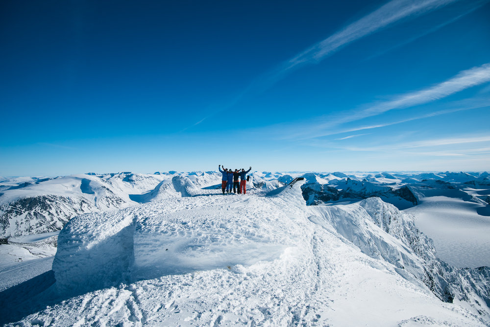 Spektakulær utsikt når skylaget letter. - © Tor Berge - Norexplore