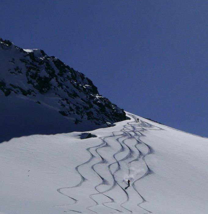 Vi var utrolig heldige med forholdene. Her er våre spor på vei ned til Champex på dag to.  - © Mattias Erlandson
