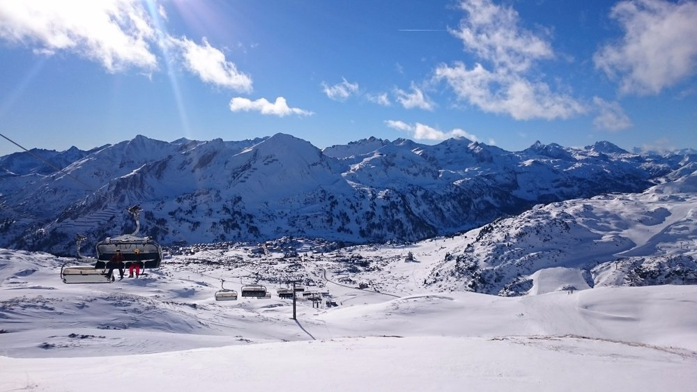 Die Lifte bringen Skifahrer ins Skigebiet Obertauern - © Tourismusverband Obertauern