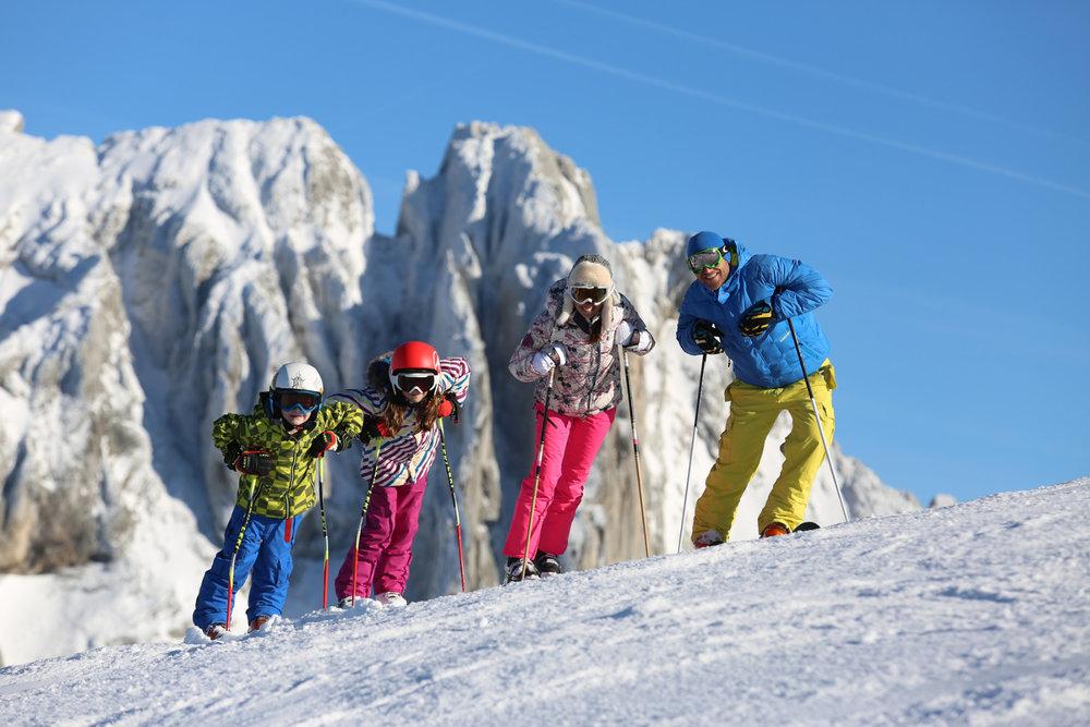Les plaisirs du ski en famille sur le domaine skiable de Villard de Lans - © S. Charles