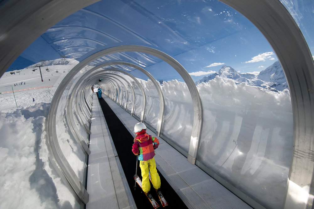 Apprentissage du ski sur l'espace débutants des 2 Alpes - © OT Les 2 Alpes / Yoan Peisin