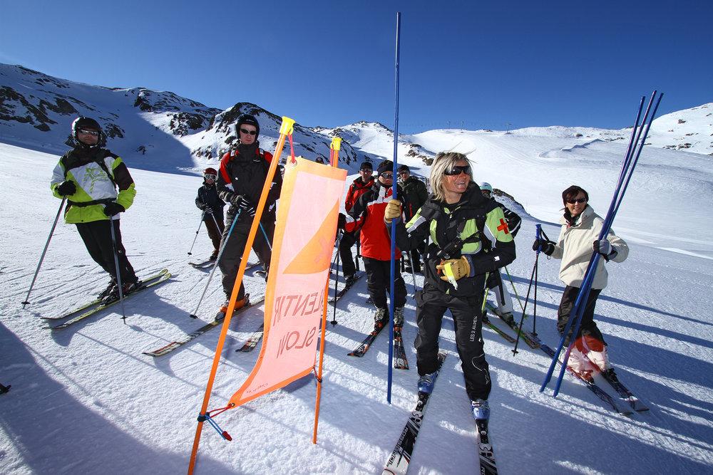 Ouverture des pistes des 2 Alpes accompagné d'un pisteur secouriste - © OT Les 2 Alpes / B. Longo