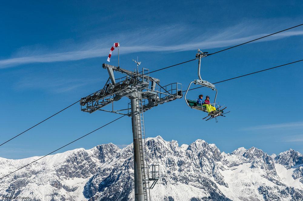 Skifahrer auf dem Lift in der SkiWelt Wilder Kaiser Brixental - © Peter von Felbert