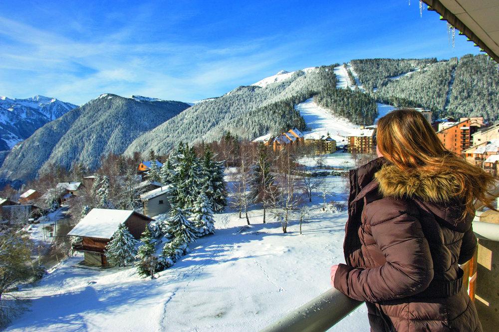 Vue sur la station de ski de Val Louron, ses chalets et résidences - © Confédération Pyrénéenne du Tourisme