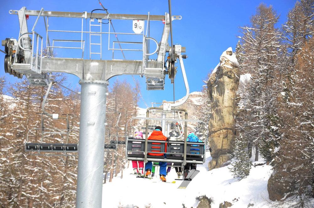 En route pour les pistes de ski de Chaillol via le télésiège de la Lauze - © OT St Michel de Chaillol