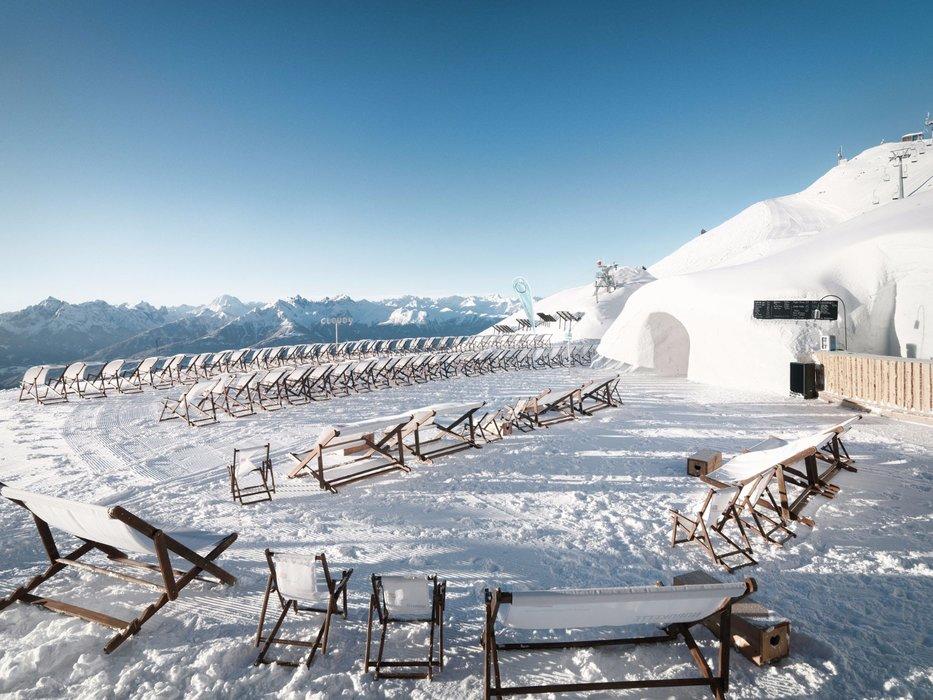 Die Cloud9, ein Iglu aus Schnee und Eis und der höchstgelegene Club der Alpen, lädt zur Pre-Silvester-Party bei coolen Drinks und heißen Rhythmen auf knapp 2000 m Seehöhe - © Soll und Haben GmbH