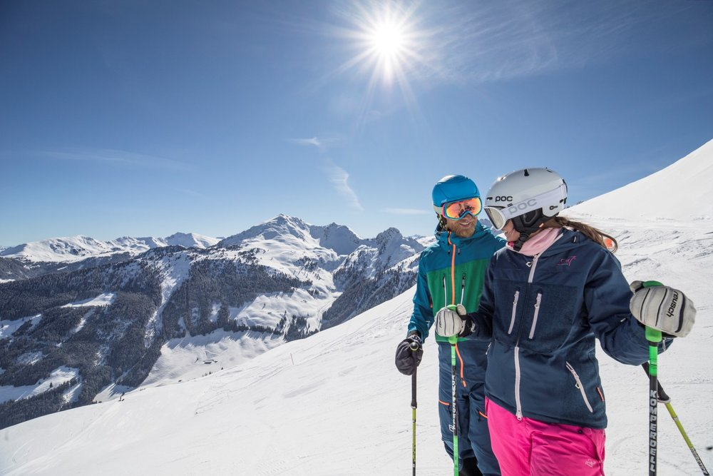 Skifahrerpaar im Ski Juwel Alpbachtal Wildschönau - © Ski Juwel Alpbachtal Wildschönau