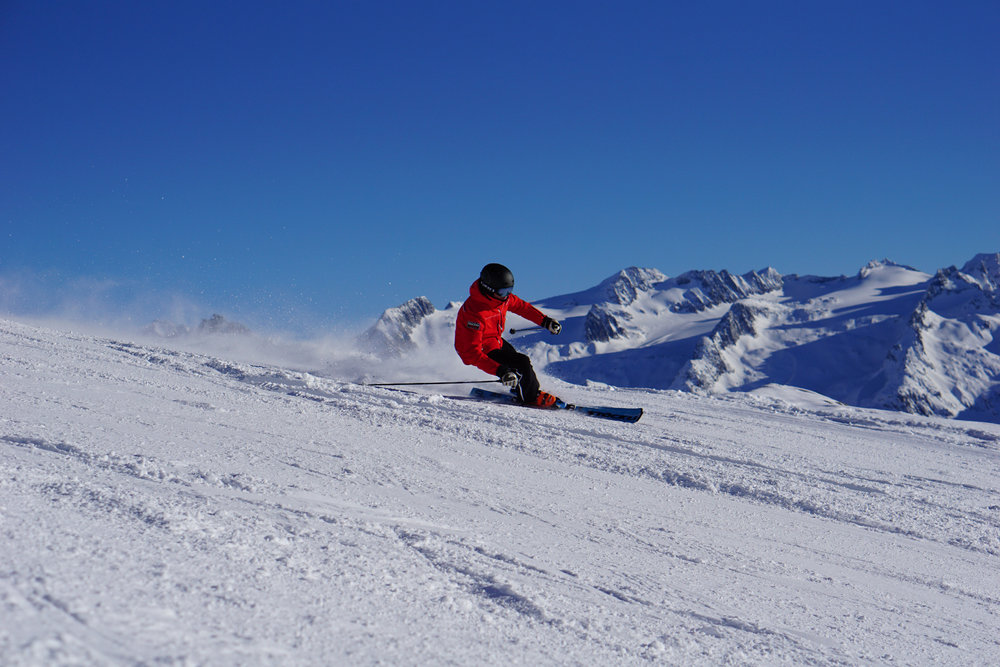 Skifahrer im Skigebiet Disentis - © Bergbahnen Disentis AG