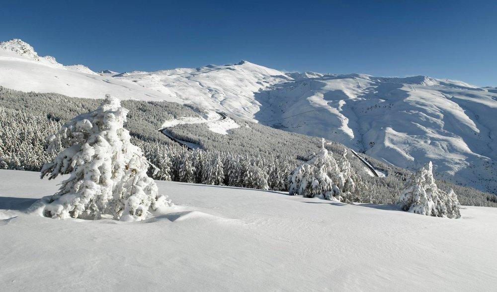 Ambian hivernale et paysage de carte postale sur le domaine skiable de Sierra Nevada - © Sierra Nevada