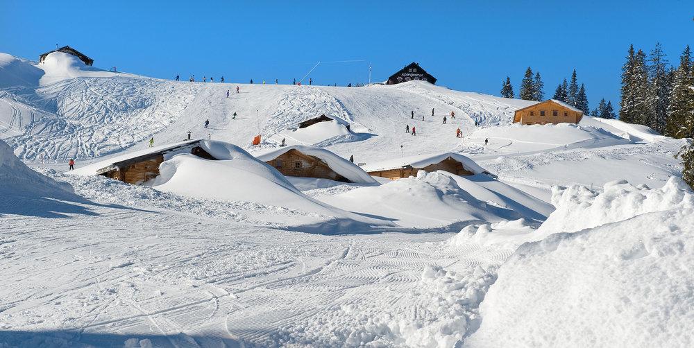 Tief verschneite Loferer Alm - © Almenwelt Lofer