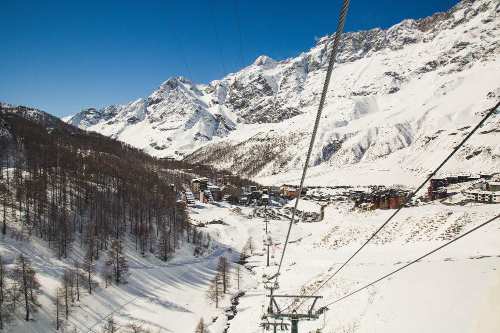 Pohled na Breuil-Cervinia (IT), která leží v nadmořské výšce 2050 metrů - © Skiinfo | Sebastian Lindemeyer