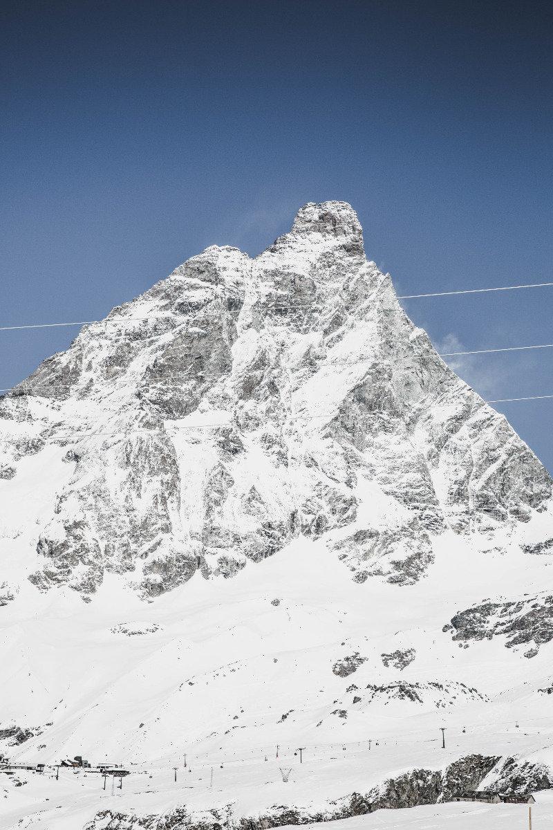 Z italské strany nevypadá Matterhorn tak úchvatně, ale určitě byste si měli dopřát lyžování v Zermattu - a přitom se podívat na zoubek i italským sjezdovkám v Cervinia-Breuil. - © Skiinfo | Sebastian Lindemeyer