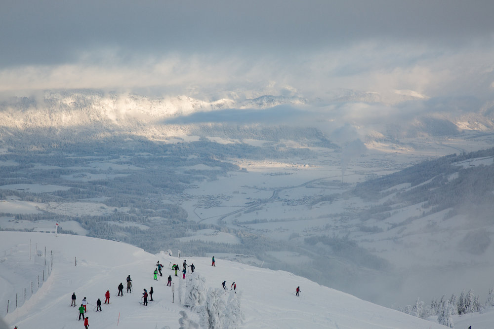 Skifahrer auf dem Weg nach Kitzbühel - © Skiinfo